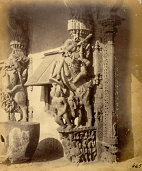 Close view of sculptured pillar in the form of rearing horse with rider on the edge of the mandapa of the Jalakanteshvara Temple, Vellore 2586